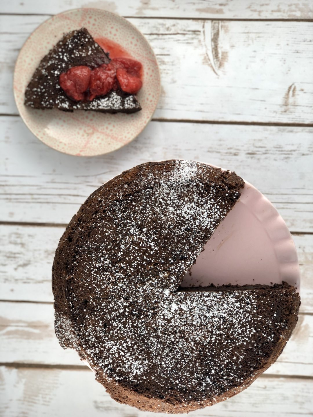 Low FODMAP foods - Chocolate Flourless Cake with Strawberry Sauce